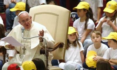 Papa-Francisco-encuentro-monaguillos