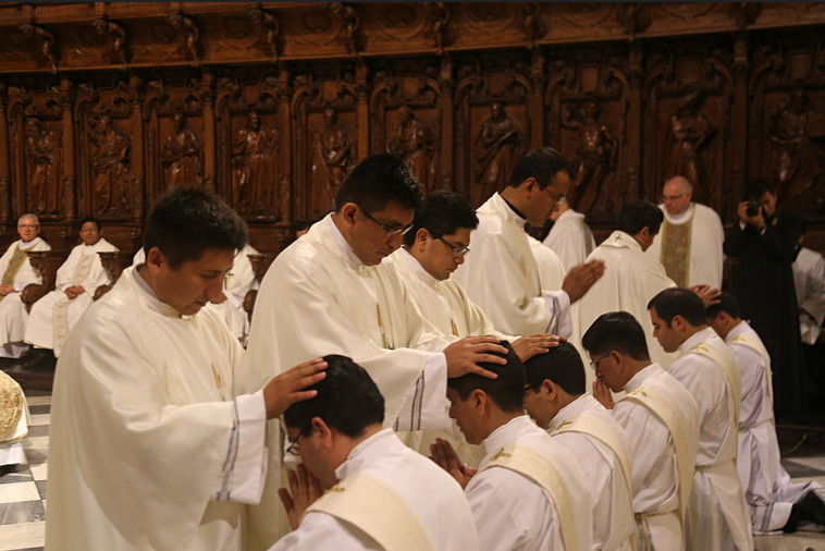 15ordenacion-sacerdotal-peru-catolico