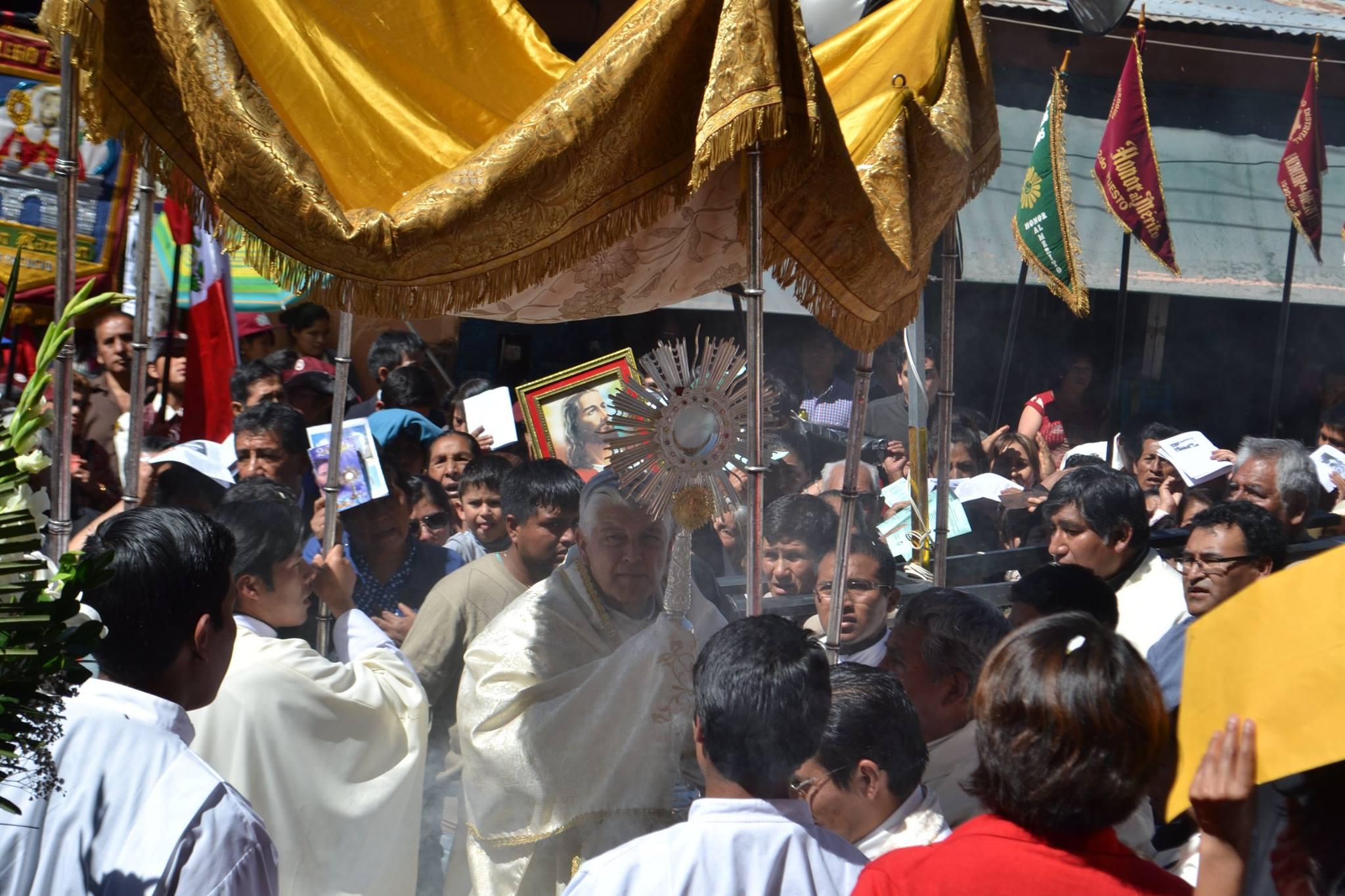 Matrimonio Catolico Homilia : ¡ayacuchanos salieron en procesión por corpus christi