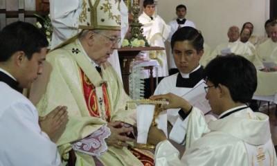 sacerdote-peru-catolico