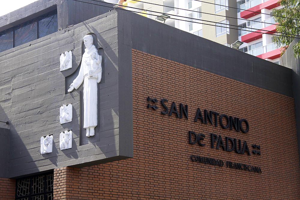 frontis-parroquia-antonio-padua-peru-catolico