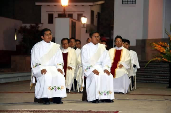sacerdotes-peru-catolico