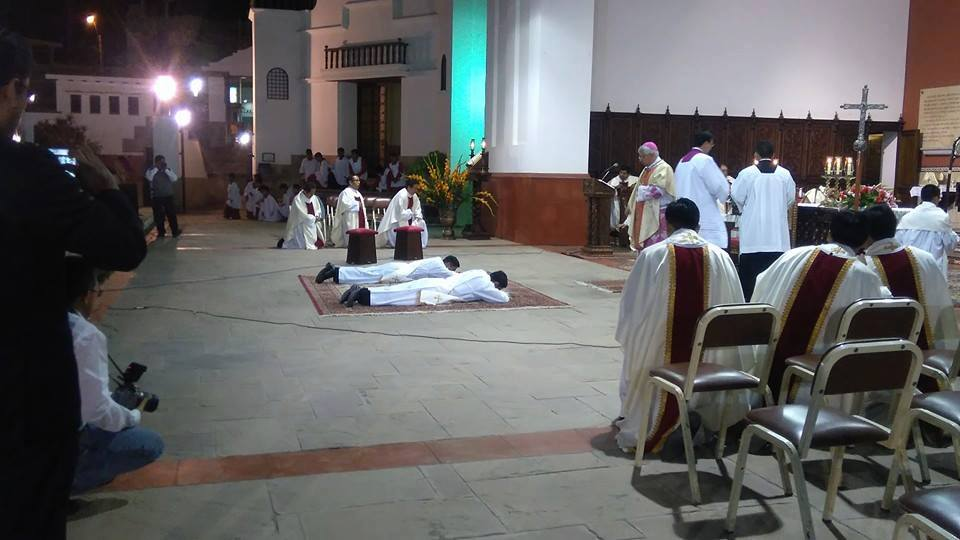 sacerdotes-peru-catolico1
