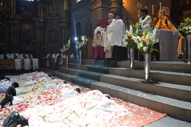 sacerdotes-peru-catolico4